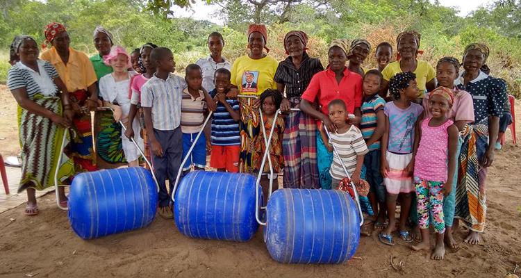 Экологические товары: Просто кати свою воду до деревни…