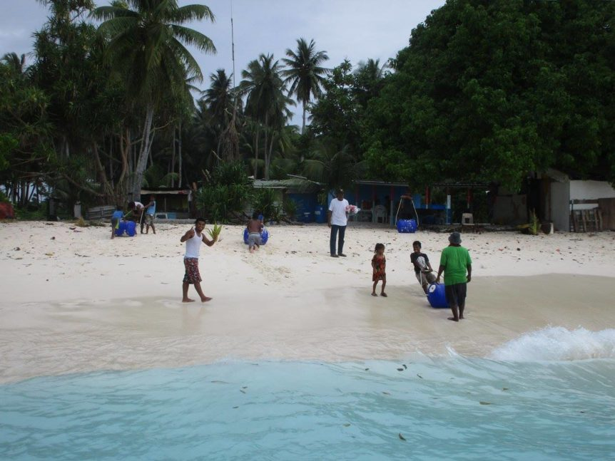 KADA Marshall Islands Hippo Rollers Bikeej thumbs up